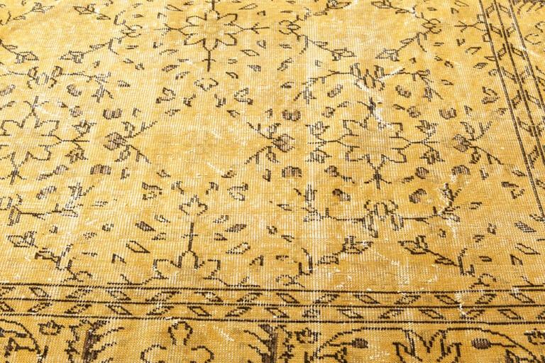Yellow recoloured vintage vloerkleed Brokking Vloerkledenspecialist.nl IJsselstein