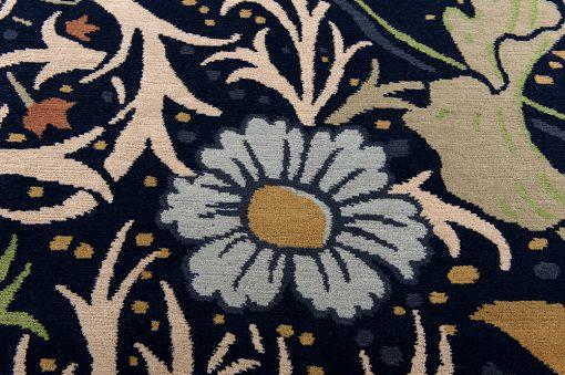 Nepal flower design detail - Brokking vloerkledenspecialist