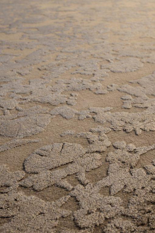 TB Versailles Relief taupe detail - Brokking Vloerkledenspecialist