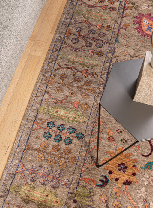 Silk dream vloerkleed detail op houten vloer