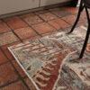 Art Deco design vloerkleed stenen vloer detail
