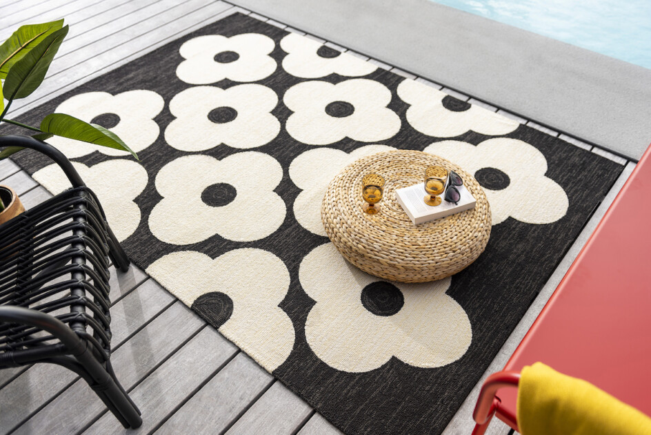 Orla Kiely Spot flower black outdoor tapijt
